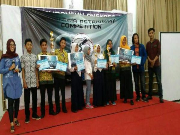 Juara Indonesia Astronomy Competition 2017