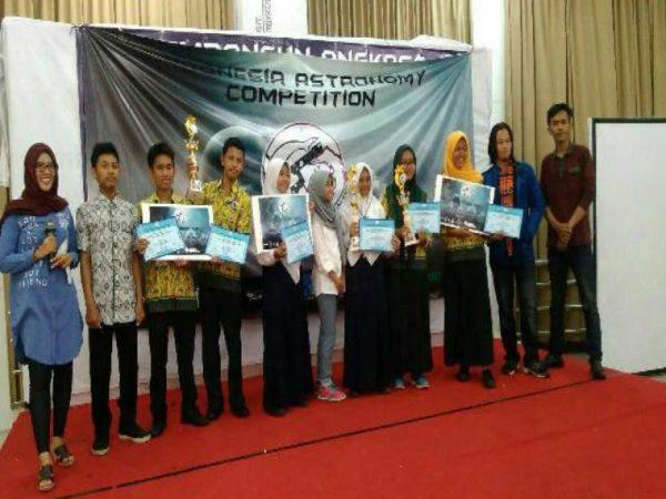 Juara Indonesia Astronomy Competition 2017