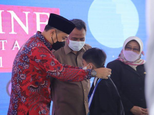 Wali Kota Surabaya Eri Cahyadi Pimpin Wisuda Online 87.211 Peserta Didik